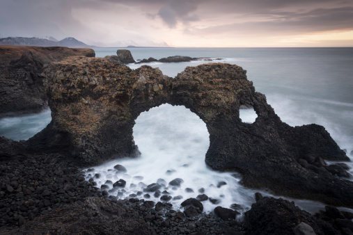 Basalt「Rock arch, Arnastapi, Iceland」:スマホ壁紙(15)