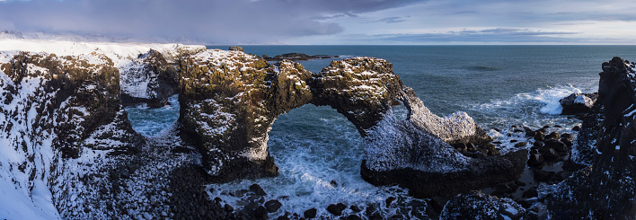 Basalt「Rock arch, Arnastapi in Iceland」:スマホ壁紙(7)