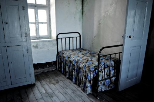 貧困「不潔ルーム」:スマホ壁紙(11)