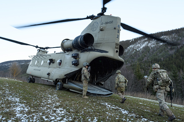 CH-47 Chinook「NATO Exercise 'Trident Juncture' Begins in Norway」:写真・画像(4)[壁紙.com]