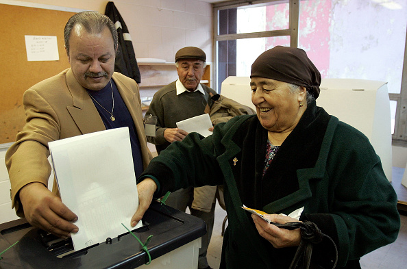 Tim Boyle「Iraqi Expatriates Vote In Illinois」:写真・画像(3)[壁紙.com]
