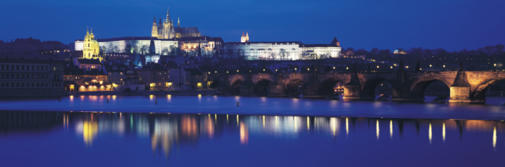 St Vitus's Cathedral「Hradcany Castle and St Vitus's Cathedral reflecting in Vltava River at night」:スマホ壁紙(16)