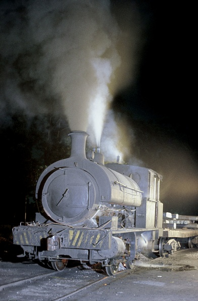 Stuart - Florida「A Scottish Stewart built 5'3'' gauge 0-4-0 ST 1903 during its workday chores at its Steelwork at Mogi Das Cruzes.14-11-1978.」:写真・画像(7)[壁紙.com]