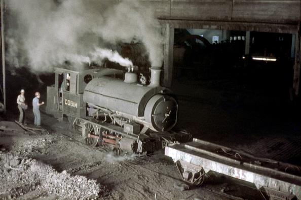 Stuart - Florida「A Scottish Stewart built 5'3'' gauge 0-4-0 ST 1903 during its workday chores at its Steelwork at Mogi Das Cruzes.14-11-1978.」:写真・画像(14)[壁紙.com]