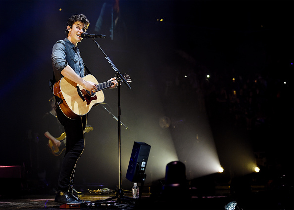 全身「Shawn Mendes With Charlie Puth In Concert - Brooklyn, New York」:写真・画像(1)[壁紙.com]
