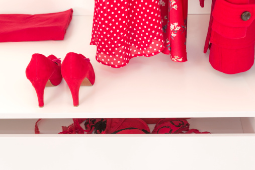 水玉「Wardrobe with red High Heels and red clothes」:スマホ壁紙(10)