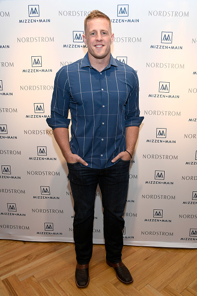 カメラ目線「J.J. Watt Celebrates Mizzen+Main at Nordstrom」:写真・画像(12)[壁紙.com]