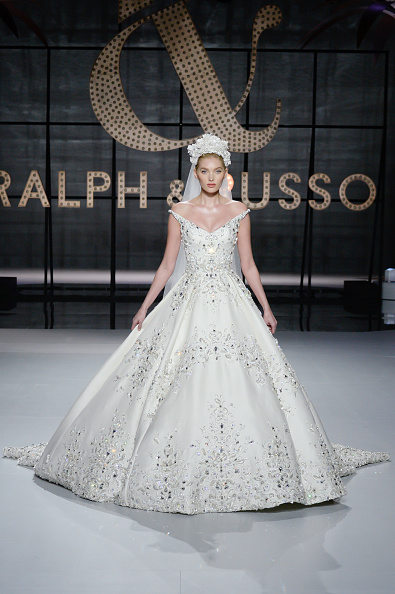 Bride「Ralph & Russo : Runway - Paris Fashion Week - Haute Couture Spring Summer 2019」:写真・画像(0)[壁紙.com]