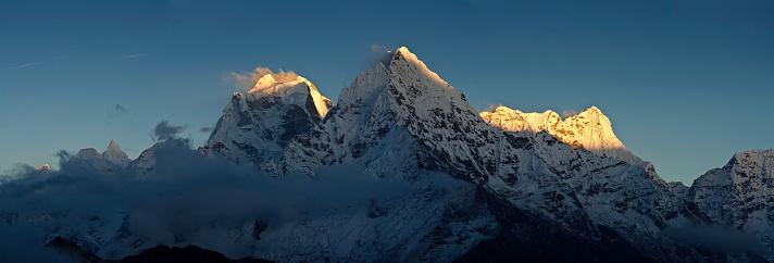 Khumbu「Himalaya snow summit sunset panorama Nepal」:スマホ壁紙(19)