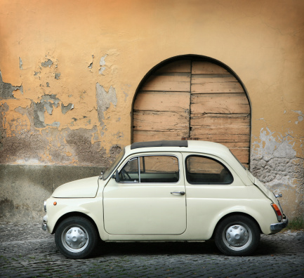 Vintage Car「Tiny vintage car in Italy」:スマホ壁紙(10)
