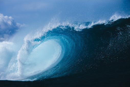 Seascape「Barrel wave breaking in ocean, Hawaii, America, USA」:スマホ壁紙(1)