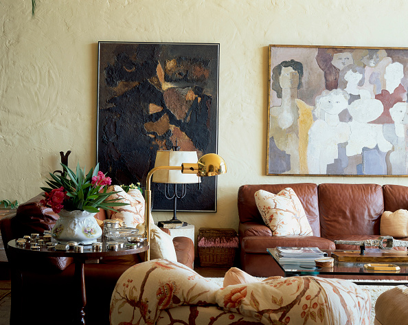 Sofa「View of comfortable couches in a living room」:写真・画像(0)[壁紙.com]