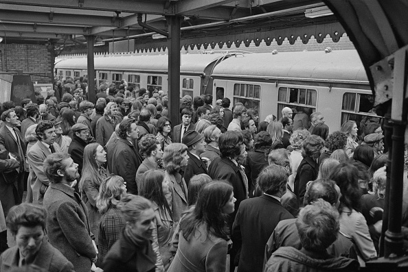 Waiting「Commuter Chaos In London」:写真・画像(6)[壁紙.com]