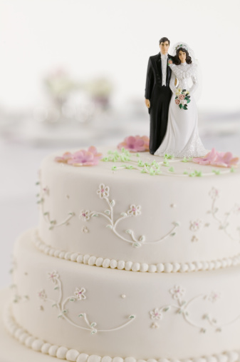 Married「Wedding cake with bride and groom figurines」:スマホ壁紙(3)