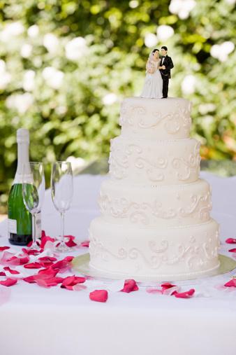 結婚「ウェディングケーキのテーブル」:スマホ壁紙(12)