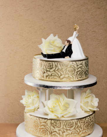 Married「Wedding cake with wife dragging husband」:スマホ壁紙(13)