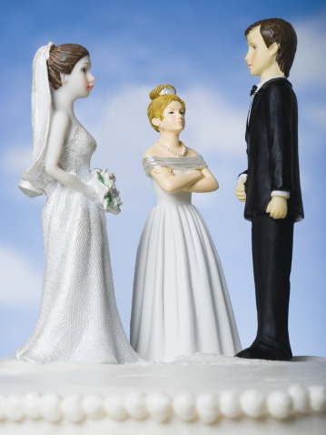 Frowning「Wedding cake visual metaphor with figurine cake toppers」:スマホ壁紙(12)