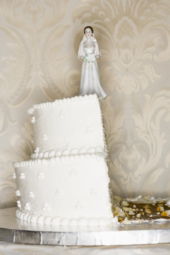Married「Wedding cake visual metaphor with figurine cake toppers」:スマホ壁紙(9)
