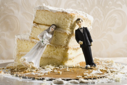 Married「Wedding cake visual metaphor with figurine cake toppers」:スマホ壁紙(14)