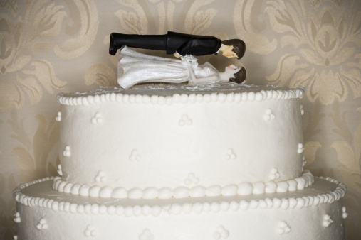 Married「Wedding cake visual metaphor with figurine cake toppers」:スマホ壁紙(3)