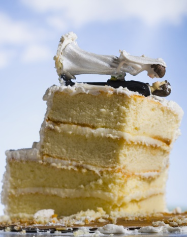 Married「Wedding cake visual metaphor with figurine cake toppers」:スマホ壁紙(15)