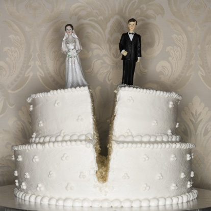 結婚「Wedding cake visual metaphor with figurine cake toppers」:スマホ壁紙(18)