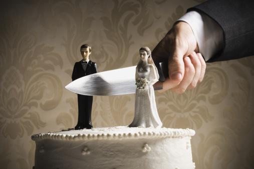 Married「Wedding cake visual metaphor with figurine cake toppers」:スマホ壁紙(14)