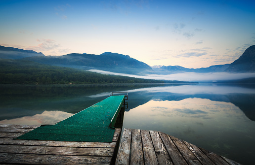 European Alps「Wooden Jetty On Mountain Lake At Sunrise」:スマホ壁紙(4)