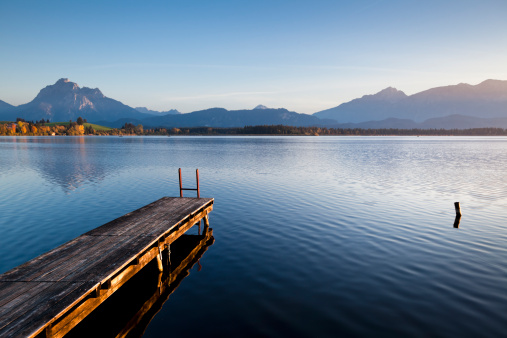 Wooden Post「A wooden jetty on Lake Hopfensee at sunset」:スマホ壁紙(2)