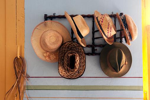 Straw Hat「Cuban hats hanging on rack」:スマホ壁紙(6)