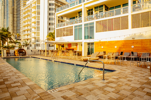 Miami「Hotel swimming pool and courtyard」:スマホ壁紙(19)