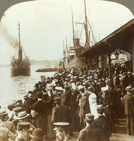 Ship「Leaving Old Home And Friends - Waving Emigrants For America」:写真・画像(19)[壁紙.com]
