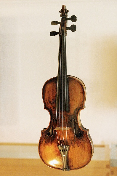 Violin「Interior Views Of Mozart Birth Home」:写真・画像(12)[壁紙.com]