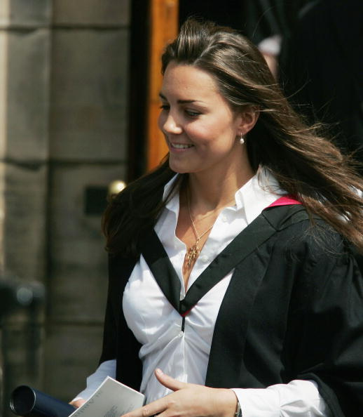 White Blouse「Prince William Graduates From St Andrews」:写真・画像(15)[壁紙.com]