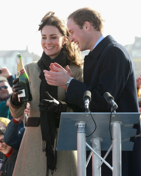 William S「Prince William and Kate Middleton visit Trearddur Bay RNLI Lifeboat Station」:写真・画像(11)[壁紙.com]