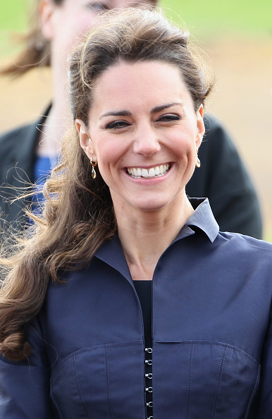 Drop Earring「Prince William And Kate Middleton Visit Darwen」:写真・画像(2)[壁紙.com]