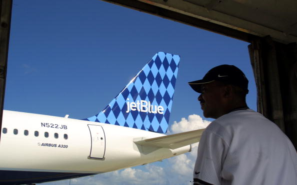 青「JetBlue Airlines in Ft. Lauderdale, Florida」:写真・画像(19)[壁紙.com]