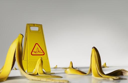 Problems「Banana peels on the floor」:スマホ壁紙(16)