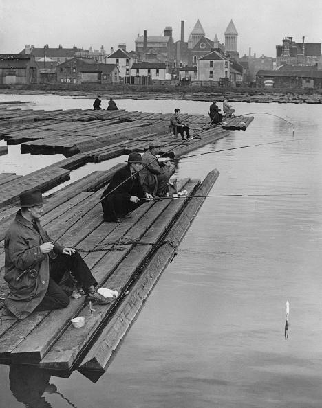 Fishing Rod「Fishing At Cardiff Docks」:写真・画像(18)[壁紙.com]