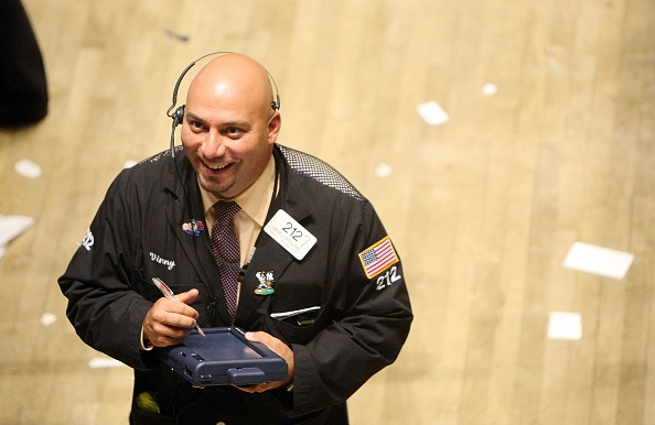 Smiling「Dow Closes Above 14,000 For The First Time」:写真・画像(0)[壁紙.com]