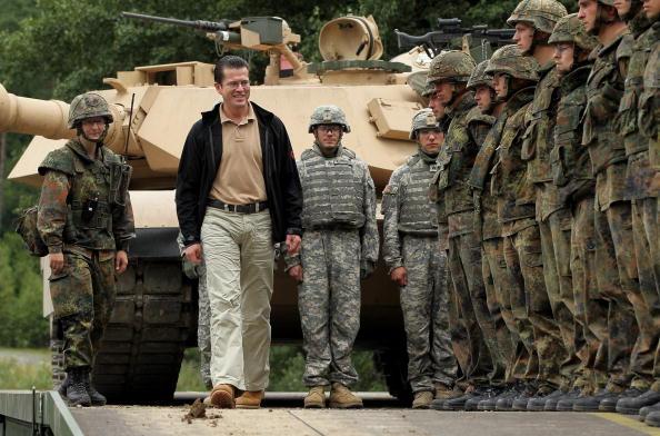 Middle East「Zu Guttenberg Visits Soldiers Preparing For ISAF Employment」:写真・画像(3)[壁紙.com]