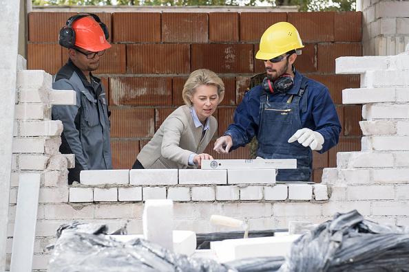 Ingolstadt「Bundeswehr Trains Syrians For Reconstruction」:写真・画像(5)[壁紙.com]