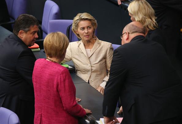 Decisions「Germany To Send Arms To Iraqi Kurds, Bundestag Debates」:写真・画像(18)[壁紙.com]