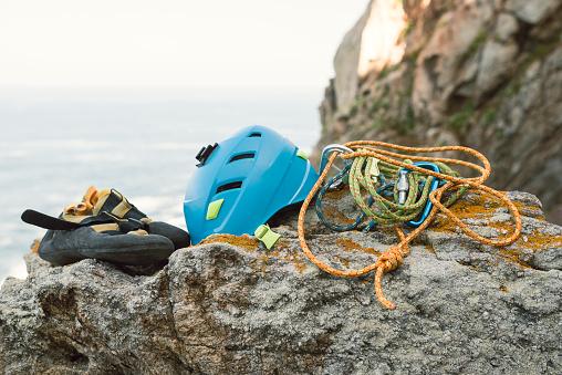 クライミング「Climbing equipment on rock」:スマホ壁紙(16)