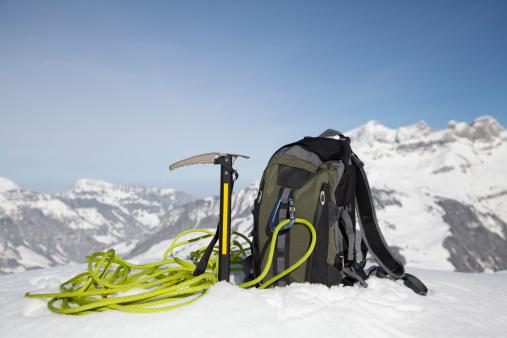 エクストリームスポーツ「Climbing equipment in snow」:スマホ壁紙(5)