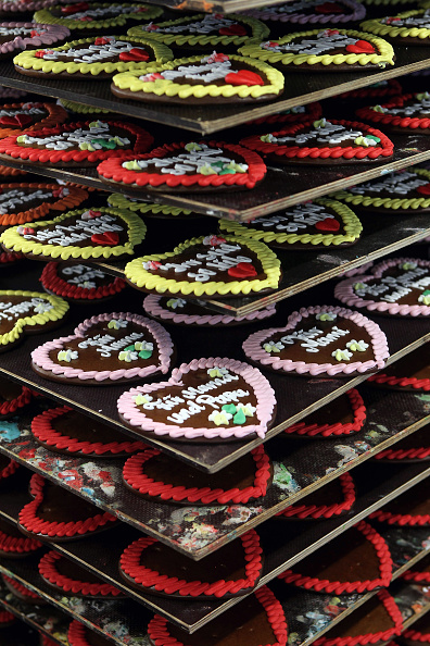 Gingerbread Cookie「Famous Gingerbread Hearts Are Produced For Oktoberfest」:写真・画像(18)[壁紙.com]