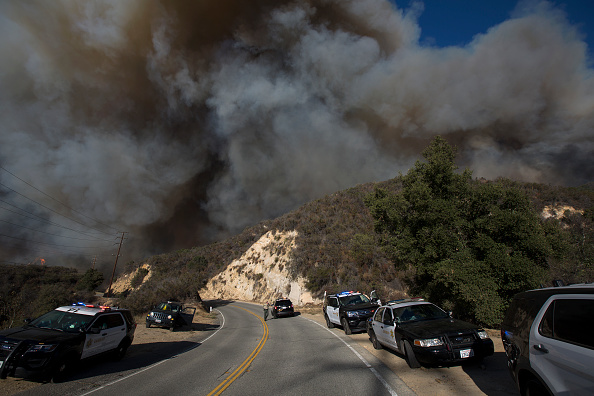 David McNew「Fast-Spreading Hill Fire Forces Evacuations In California's Ventura County」:写真・画像(10)[壁紙.com]