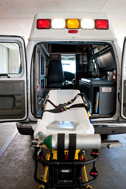 The back on an ambulance with a gurney for patient transport:スマホ壁紙(壁紙.com)