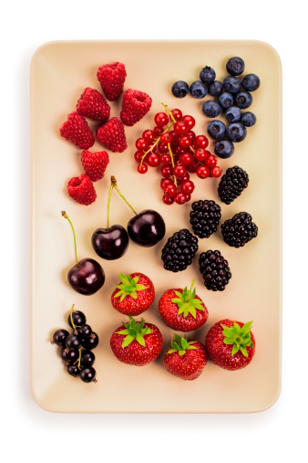 Black currant「Plate of fruit and berries」:スマホ壁紙(18)