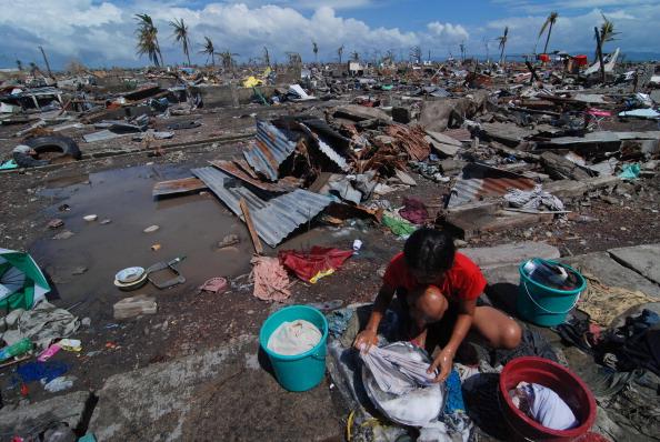 女「Humanitarian Efforts Continue Following Devastating Super Typhoon」:写真・画像(3)[壁紙.com]